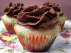 Fluffy White Cupcakes & Chocolate Buttercream