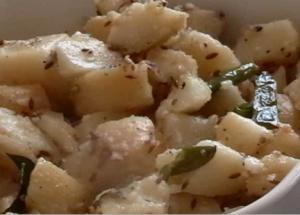 Faraali Menu - Sabudana Khichdi, Curried Potatoes, Porridge, Kadhi & Theplas