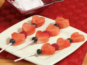 Heart Fruit Kabobs & Raspberry Yogurt Dip Lg Prog