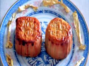 Cantonese Salted Egg Yolk with Lotus Paste Mooncake