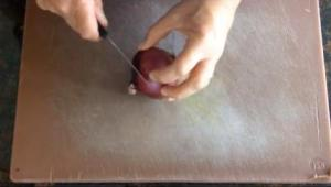 How to Chop and Slice an Onion
