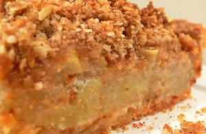 Fresh Pear Crumble Pie