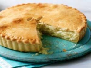 Easy Cheese and Onion Pie