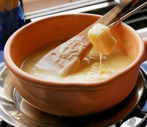 Family-Style Swiss Cheese Fondue