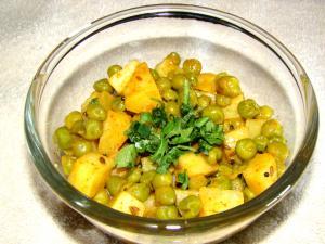 Green Peas & Potato Curry