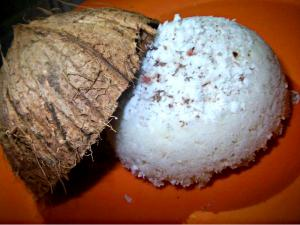 Chiratta Puttu (Steamed Rice Cake in Coconut Shell)