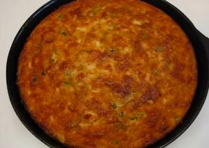 Quick and Easy Cheddar-Jalapeno Skillet Cornbread