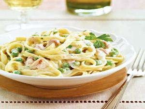 Fettuccine with Prosciutto & Peas