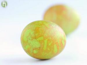 How to Dye Marbled Easter Eggs