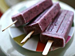 Refreshing Raw Berry Popsicles