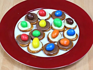 How To Make Pretzel M&M Kisses