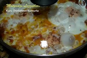 Turkish Kuru Domatesli Yumurta