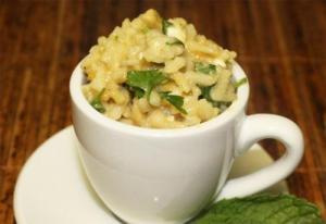Lemon Rice Salad With Peanuts