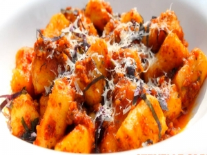 Gnocchi with Sun-dried Tomato and Almond Pesto