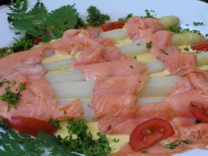 Asparagus and Salmon Salad