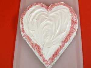 How To Make A Heart Shaped Cake Howdini Hacks