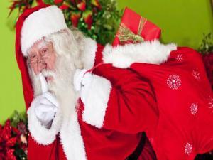 709492 Mom Writes Letter Pretending To Be Santa To Threaten Daughter