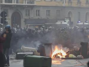 20000 Milan Residents Pitch In After Expo Riots