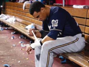 Milwaukee Brewers Manager Bans High Fives