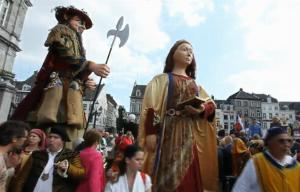 Giants Take Over Dutch Streets In Medieval Display