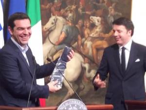 Italian Pm Gives Tsipras A Tie Despite Lack Of Support