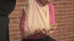 How To Tie A Support Sling Onto A Person With A Dislocated Shoulder 10037467 By Videojug