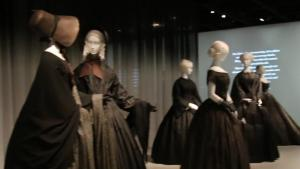 Death Becomes Her Anna Wintours Ultimate Black Outfit