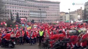 15000 Santas Make This Italys Largest Gathering