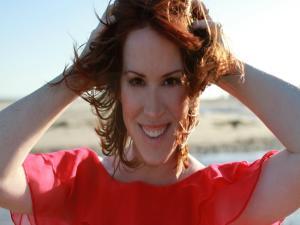 Molly Ringwald Talks Sixteen Candles Brat Pack Singing Jazz With Harper Simon