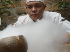 Heaven Restaurant Employs Colombian Conflict Fighters