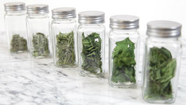 How To Dry Fresh Herbs In The Microwave- Howdini Hacks