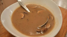 How to Cook Roasted Holiday Turkey Gravy