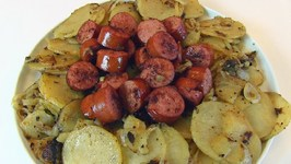 Betty's Potatoes with Onions and Smoked Sausage
