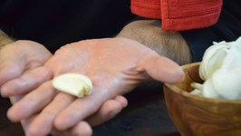 How To Remove Garlic Smell Odor From Your Hands Fast