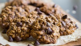 Soft, Chewy Oatmeal Cookie- Secretly Healthy!