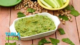 Spinach Hummus with Cucumber Sticks