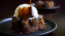 Sticky Toffee Pudding - HOLIDAY FOODIE COLLAB
