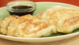How to Make Pan Fried Vegetable Dumplings