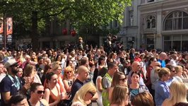 Manchester Memorial Crowd Spontaneously Sings Oasis Hit 'Don't Look Back in Anger'