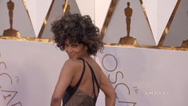 Halle Berry cant stop sharing sexy selfies