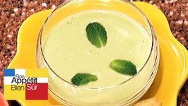 Crème de petits pois en gaspacho à la menthe
