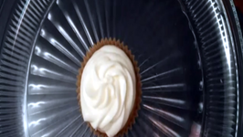 How to Bake White Chocolate Truffle Cupcakes
