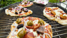 Cooking a Pizza on the Grill