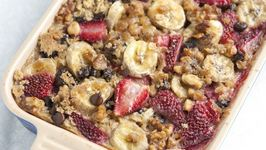 Baked Oatmeal with Strawberries, Banana and Chocolate