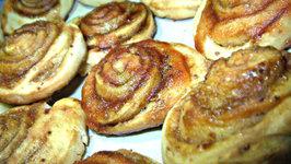Crunchy Vanilla Pinwheels Glazed with Apple Jam