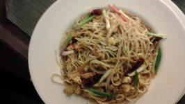 Indo-Chinese Easy Chicken Noodles
