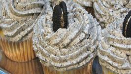 Lynn's Oreo Cupcakes With Oreo Buttercream