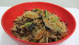 Stir Fry Rice Noodles with Mushrooms