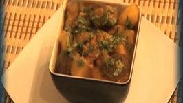 Baingan Aloo (Eggplant and Potatoes) - Indian Food