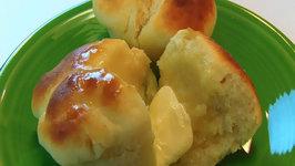Betty's Cloverleaf Icebox Yeast Rolls -- Christmas